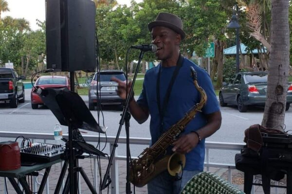 Neil Franklyn at Johnny Longboats